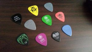When I started playing, I had a lot of trouble with the standard mid-size .72mm size pick. I initial